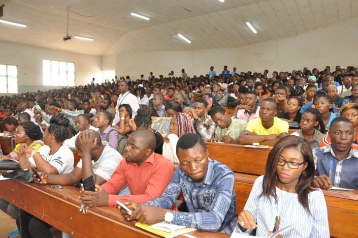 Etudiants en salle - Université de Yaoundé II
