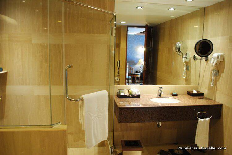 All suites have a huge, fully equipped bathroom.