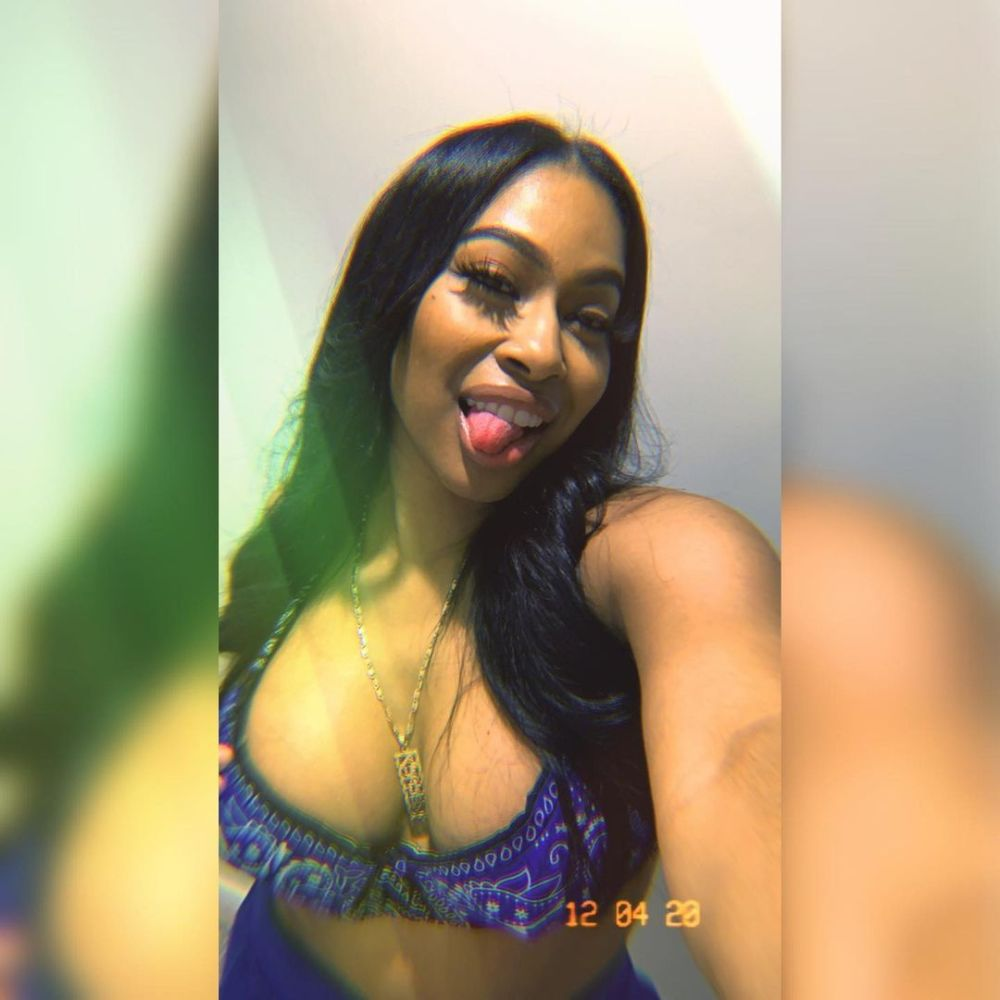 92877453_552493052354809_662134228146755212_n-1000x1000 Dangote's alleged ex-sidechick gets called out by another lady claiming she's dating the billionaire as she shares photos with Dangote on Sofa