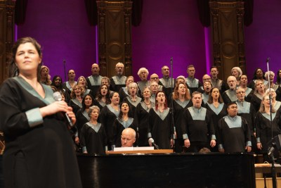 Soloist Kiki Connelly and Universal Gospel Choir