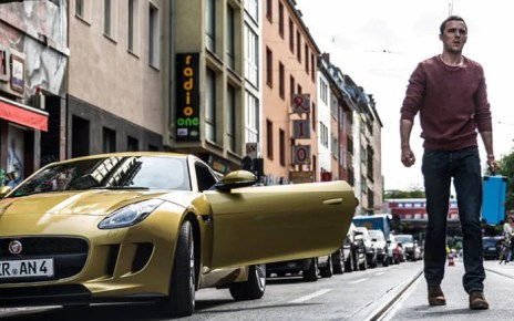 Non fate imbestialire Nicholas Hoult nel trailer dell'action movie Collide
