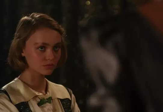 lily rose depp ritratto