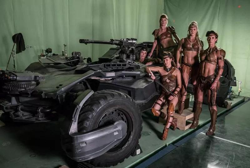 [Justice League] Video dedicati a Flash e foto con Aquaman e Amazzoni