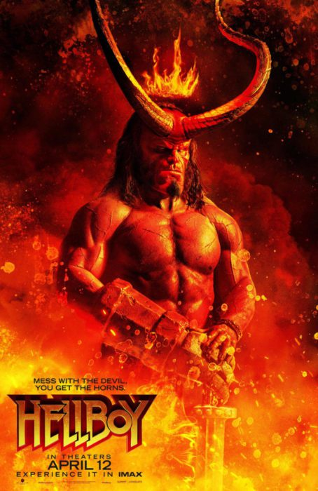 Fiamme e fulmini nei due infernali poster di Hellboy