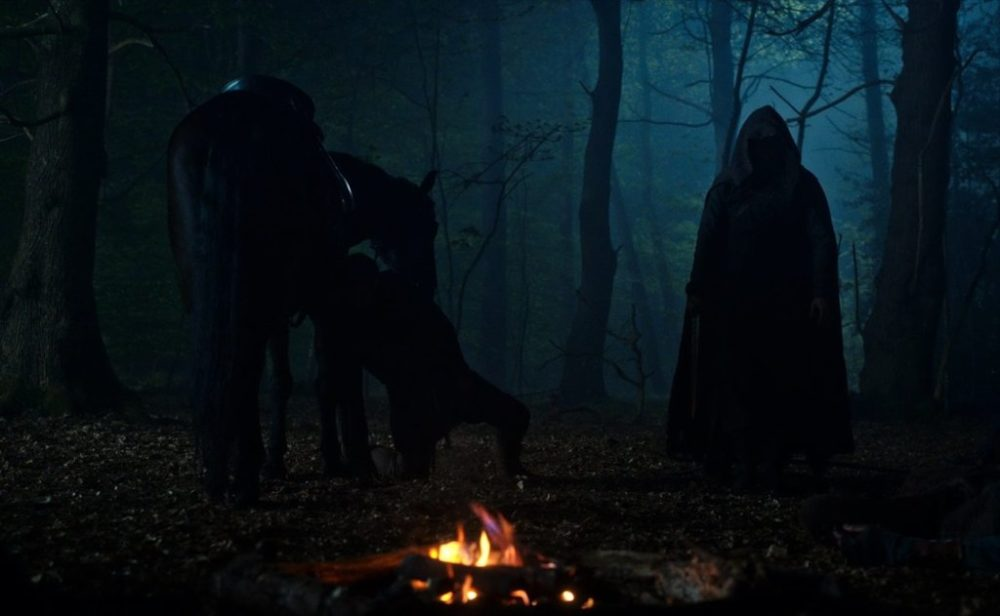 Poster e prime foto da Cursed, la serie Netflix con Katherine Langford