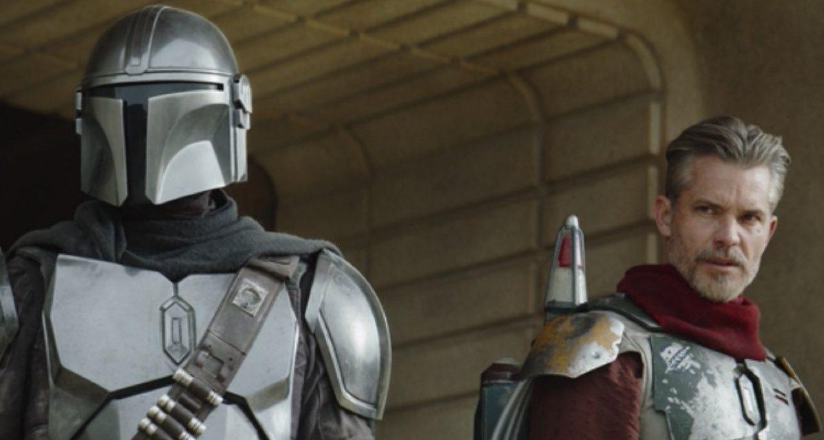 Mando (Pedro Pascal) e Cobb Vanth (Timothy Olyphant) nella prima puntata della seconda stagione di The Mandalorian