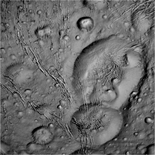 Блискиот прелет на Касини на Енцелад носи изненадувачки фотографии