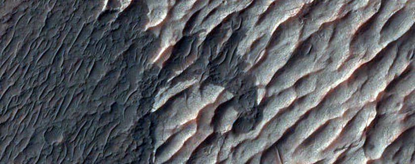 Chloride and Paleo Dunes in Terra Sirenum. Credit: NASA/JPL/University of Arizona.