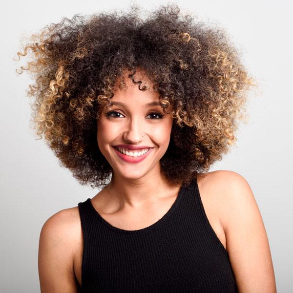 experto-cabello-rizado-curso-peluqueria-universidad-de-la-imagen