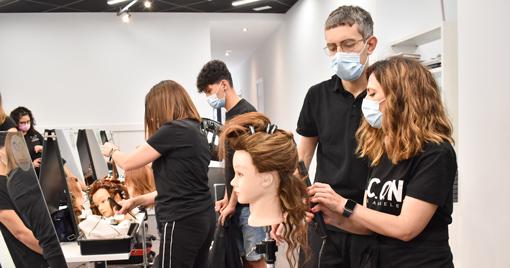 Alumnos-academia-peluqueria-universidad-de-la-imagen