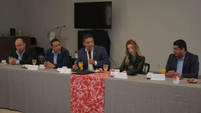 El Rector de la UMSNH, expuso ante los integrantes de la CMIC y de la titular del Instituto de Vivienda del gobierno del estado, Yesmín Sánchez Huerta los alcances de los trabajos de la UMSNH en el estado de Michoacán en tiempos del COVID