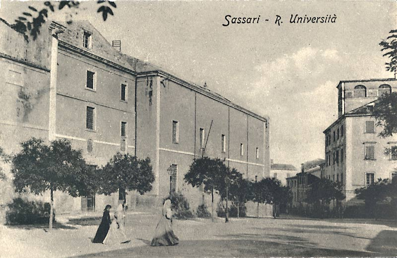 The ancient front of University Palace, in a postcard from early 900