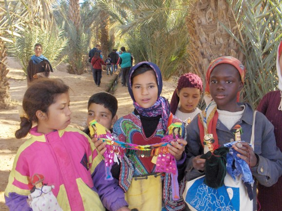 Children welcoming tourists (Oasis - Morocco)