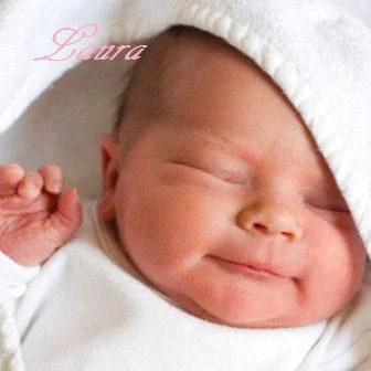 Immagine di una neonata che dorme, con scritta Laura