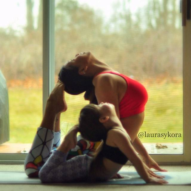 mom-and-daughter-yoga-laura-kasperzak-9