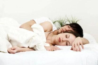 donna e uomo a letto