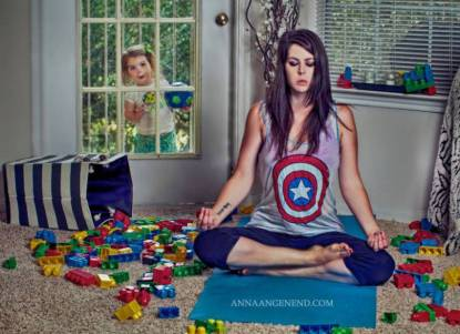 mom-turns-chaotic-life-with-toddler-into-fun-photo-series-13__880