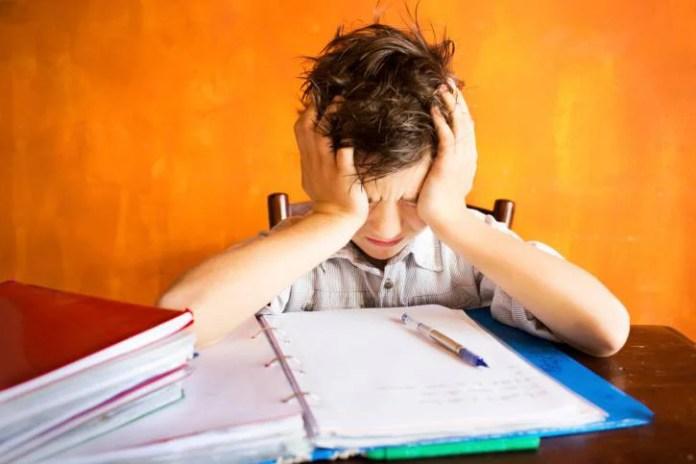 Bambini e compiti per le vacanze: i 10 consigli anti stress dei pediatri