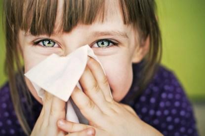 bambina con raffreddore curabile con fisioterapia-gioco