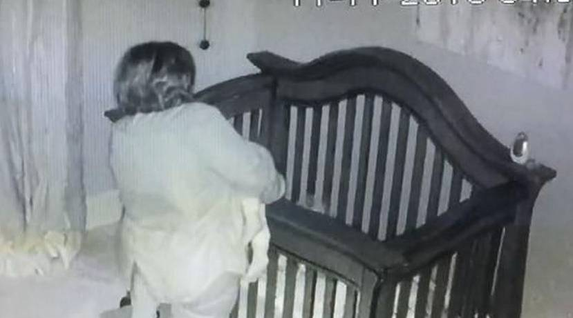 La nonna che per mettere la nipotina a letto è diventata famosa! (VIDEO)