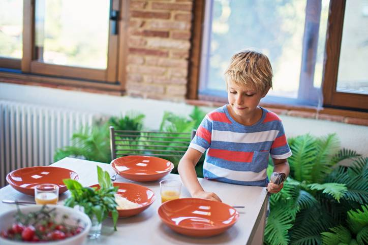 bambini e pulizie domestiche metodo montessori