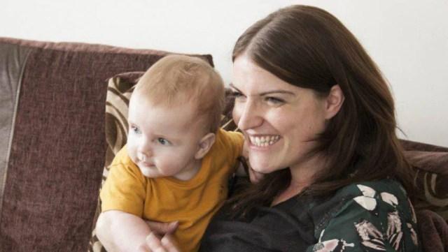 neonato salvato dalla mamma