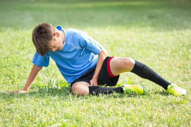 insulti calcio partita sospesa