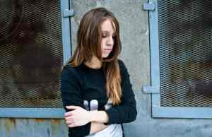 vicino di casa violenta ragazzina