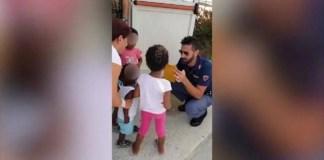 poliziotto mago commuove