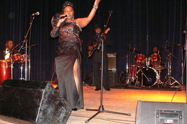 La chanteuse Faya Tess en concert