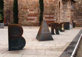 Escultura Barcino en la plaça Nova