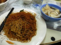 Noodles con huevas de gamba y dumplings