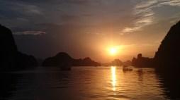 Puesta de sol en Bahía de Halong