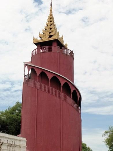 Torre-mirador en el palacio real de Mandalay