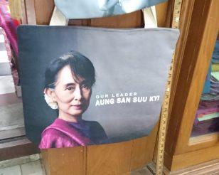 Bolso de Aung San Suu Kyi