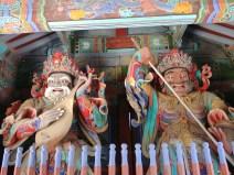 Guardianes del templo Sinheungsa en Seoraksan