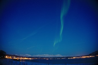 Aurora boreal vespertina desde la carretera