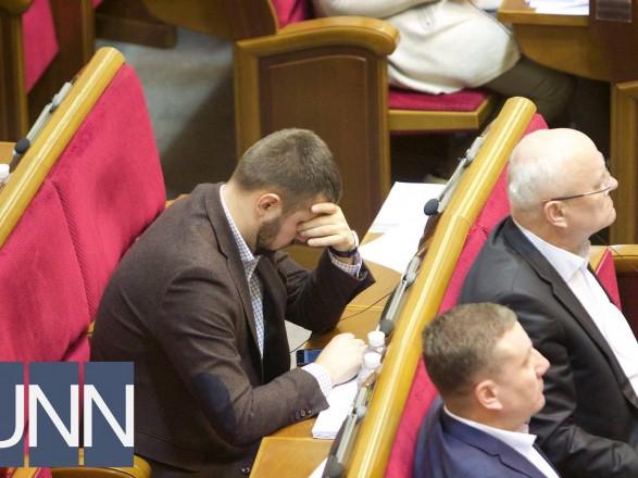 """Нардепи проголосували """"за"""" підвищення собі зарплат"""