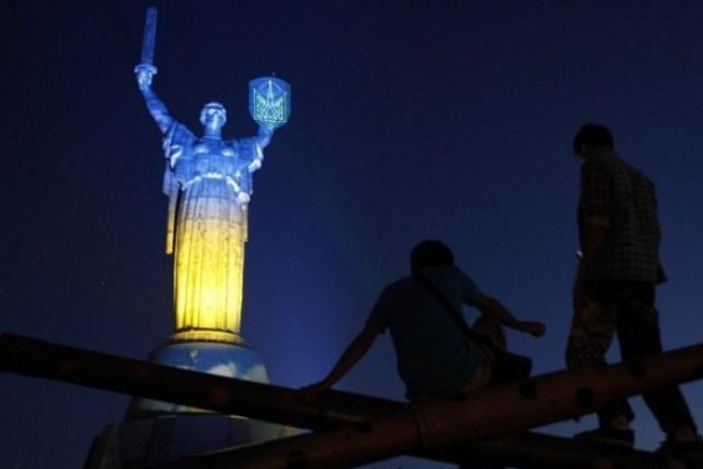 """Скульптуру """"Родина-мать"""" предложили переделать в """"Статую Свободы"""" - петиция"""