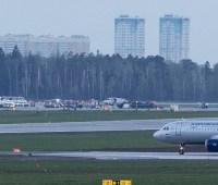 Появилось видео посадки горящего самолета в Шереметьево