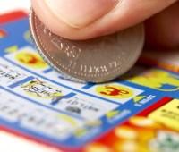 Американец помог бездомному и выиграл в скретч-лотерею