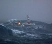 В Индонезии затонуло судно: 17 человек пропали без вести