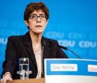 Глава минобороны ФРГ предостерегла насчет усиления влияния России и Китая на Балканах