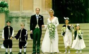Wedding of prince edward of the united kingdom and sophie for Julian alexander wedding dresses