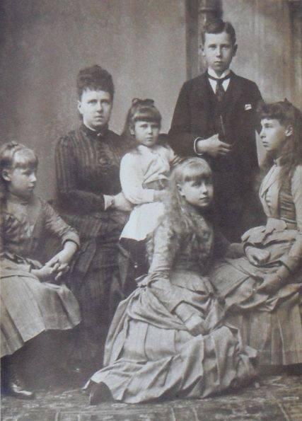 Duchess_of_Edinburgh_with_her_children