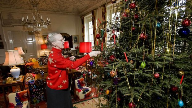 Queen Margrethe decorating the Christmas tree in the Garden Room at Marselisborg Palace. source: Berlingske, photo: Alex Schütt