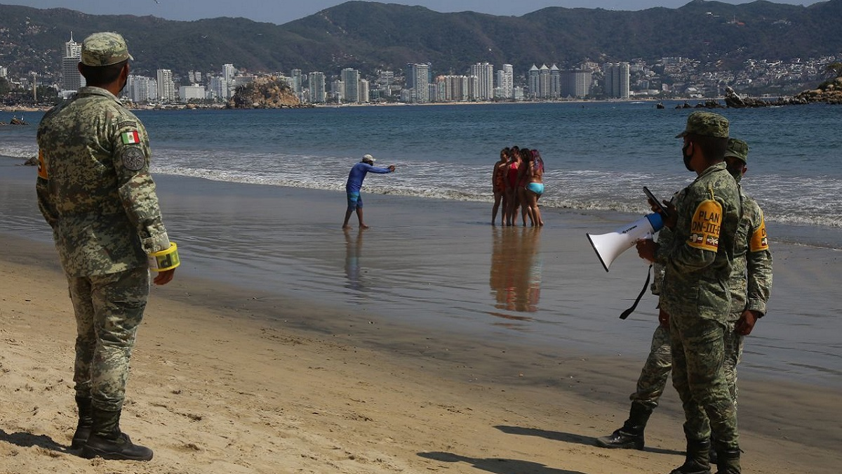 Militares en playas de Acapulco
