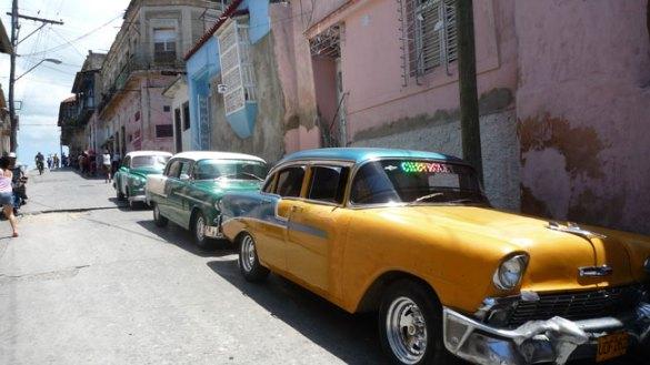 Parque automovilístico en Cuba. Más de 70.000 coches fabricados entre 1920 y 1950 circulan en Cuba.