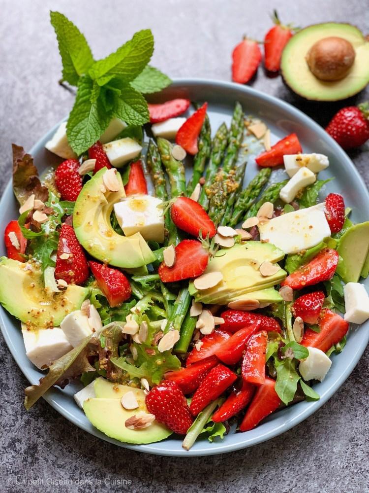 Salade d'asperges vertes, mozzarella et fraises, vinaigrette d'agrumes