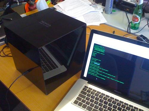 Nokia entrega una caja negra para hackear llena de regalos